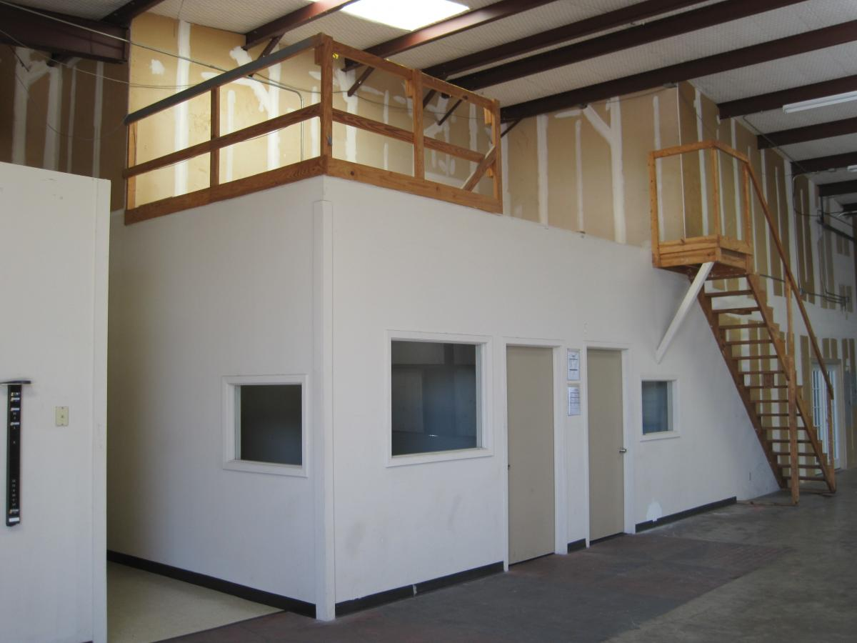 office and warehouse space.  And The 4605 Sf Of Office Space Includes A Large Showroom And Lots Small  Offices For Staff And Office Warehouse Space
